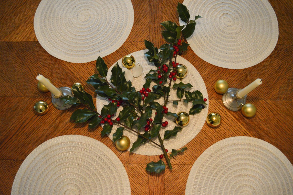 How to Set a Table - Christmas Edition