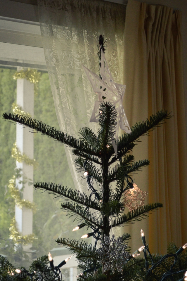 How to decorate a christmas tree 9
